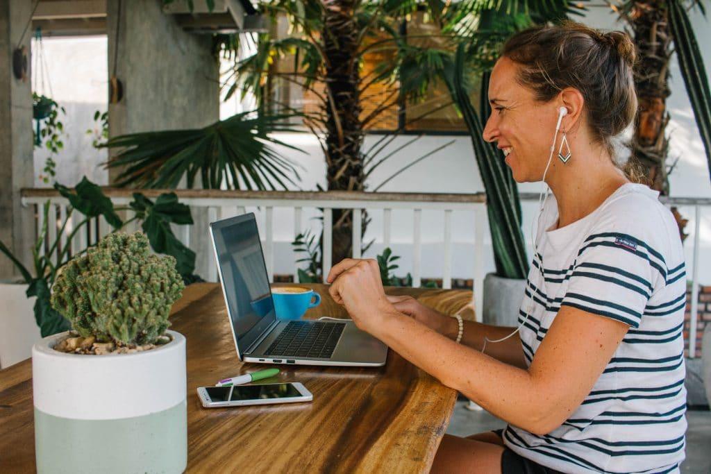 Communiquer sur le Web avec Julie Houmard